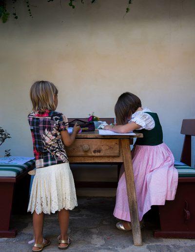 2 Mädchen beim Zeichnen