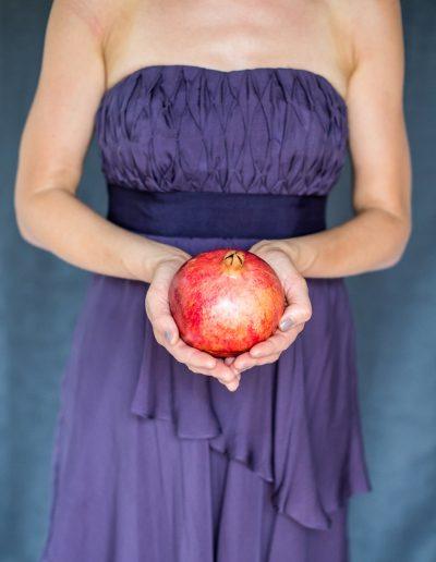 roter Granatapfel mit lady