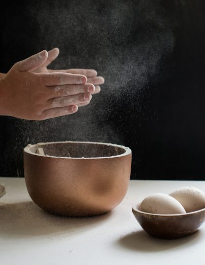 Kinderhände beim Kochen