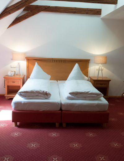 Fotos von einem Gästezimmer im Hotel Schloss Mühldorf in OÖ