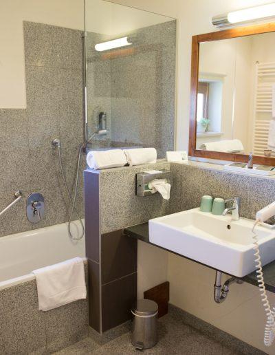 Badezimmer im Hotel Schloss Mühldorf