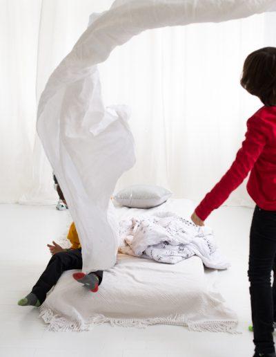 Polsterschlacht mit Kindern