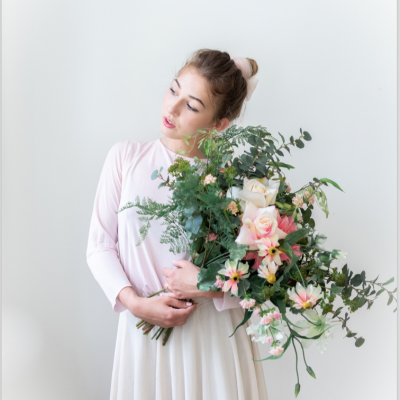 Fotoplakat Mädchen & Blumenstrauß by Katharina Axmann Photography