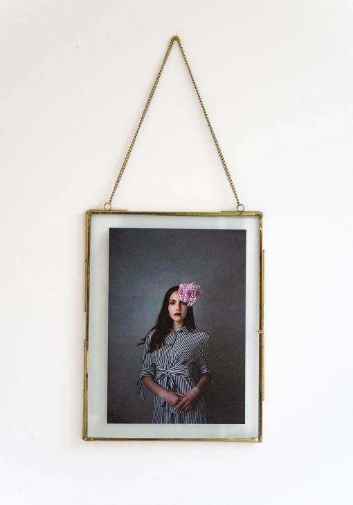 Fotoplakat mit Rahmen Mädchen mit Blume